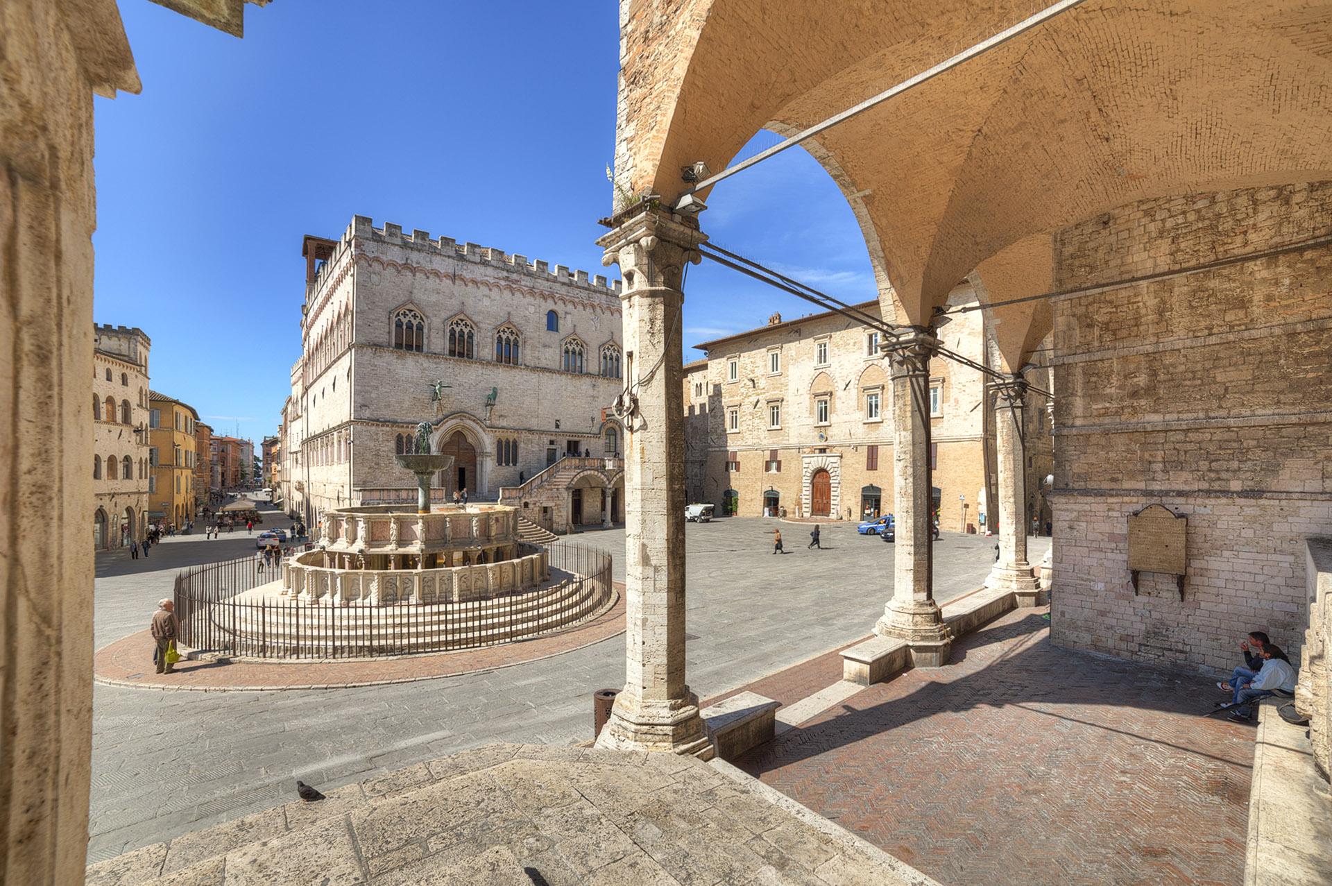 Citt di perugia for Arredare milano piazza iv novembre